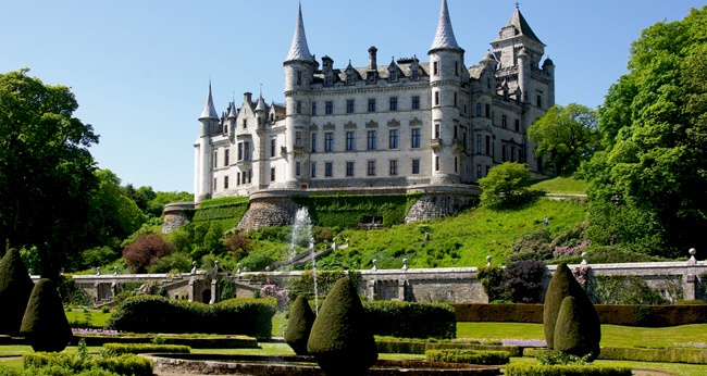 10 Must-See Castles Around the World