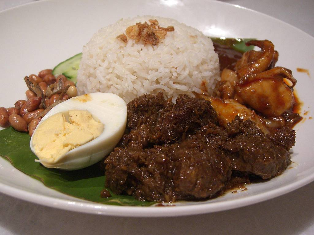 No Indonesian Eid Table Is Complete Without Beef Rendang Which Is A Dry Beef Curry With A Spicy Fragrant Flavour Beef Rendang Is One Of The Main Dishes