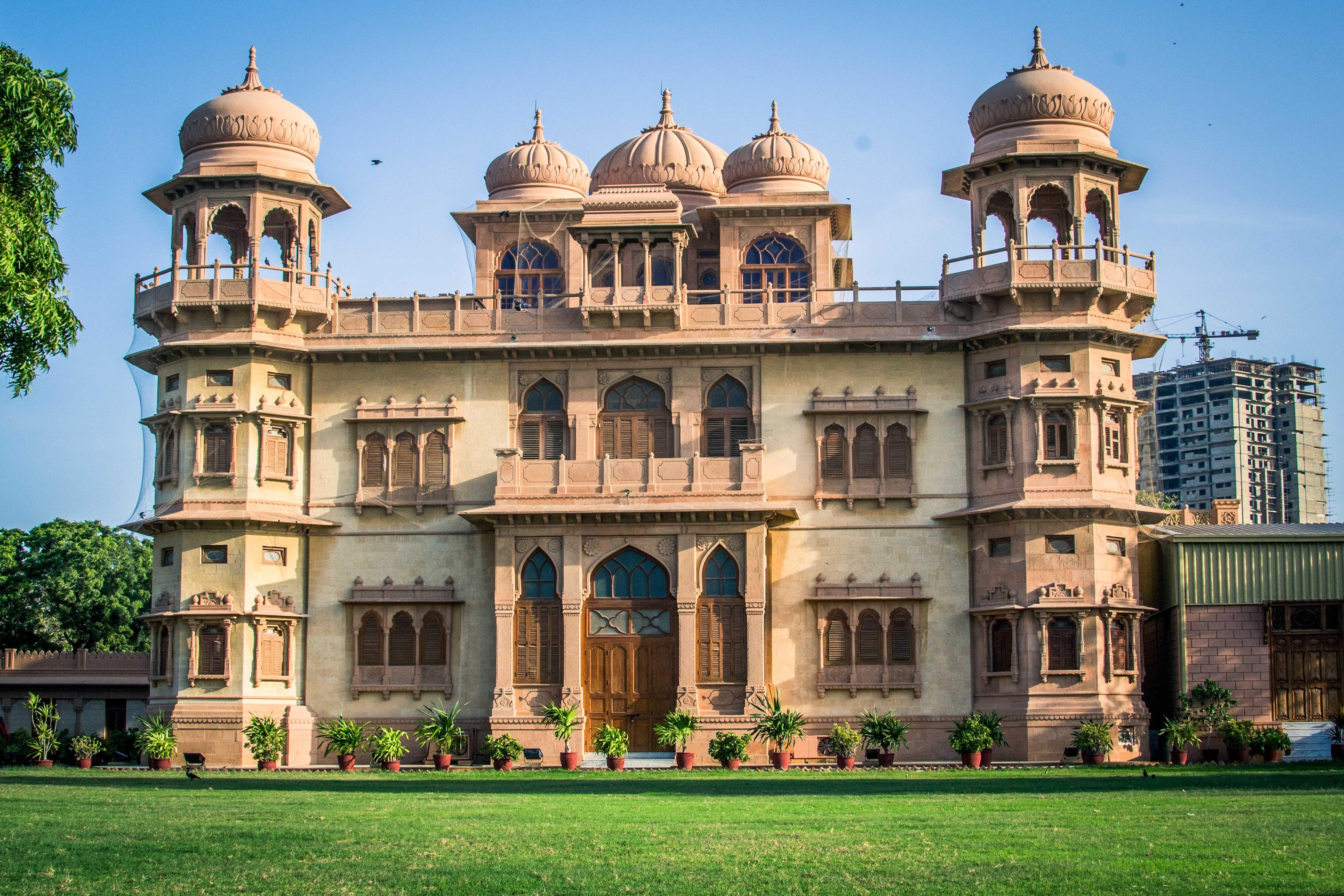 Things to do in Karachi Pakistan Monhatta Palace