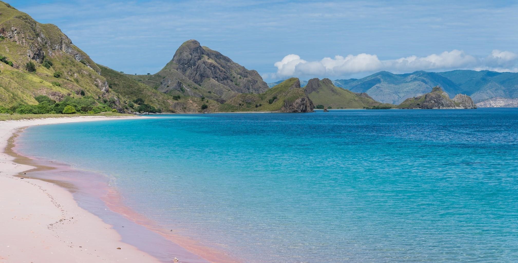 Pink Beach Pantai Tangsi Lombok