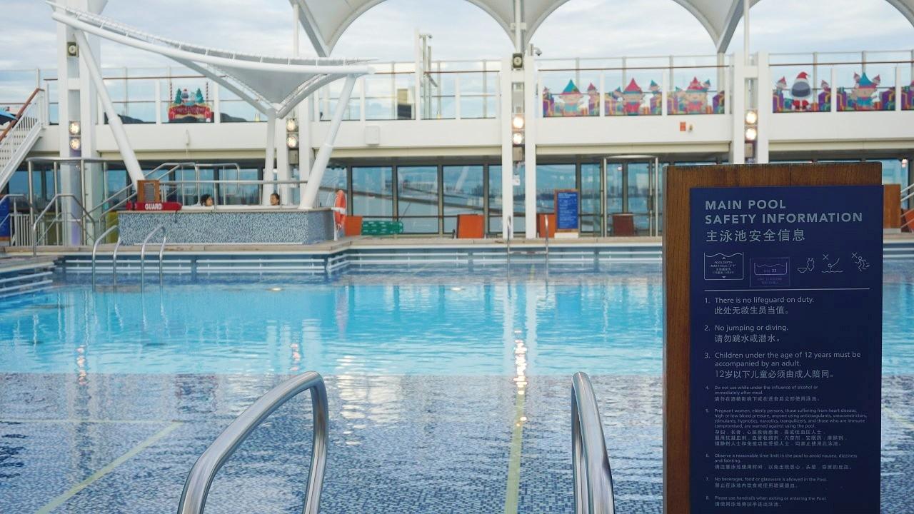 Dream Cruises World Dream Swimming Pool