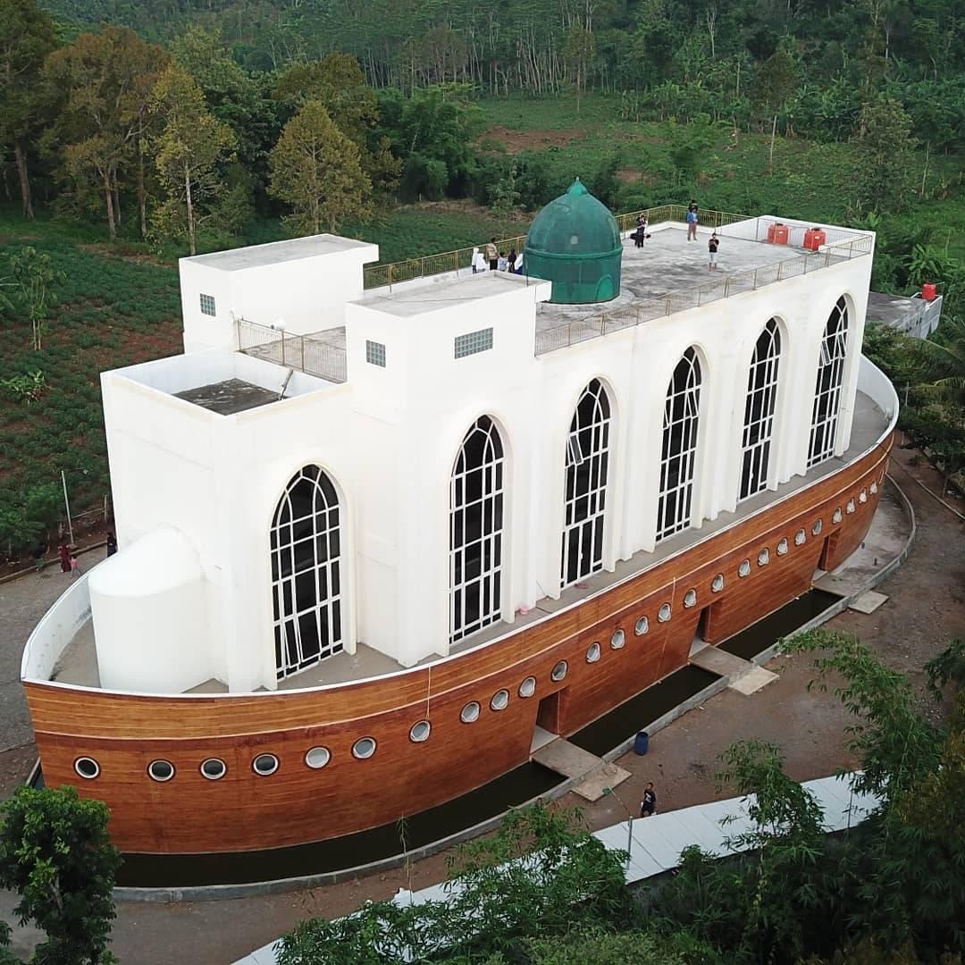 Masjid Safinatun Najah Semarang Indonesia