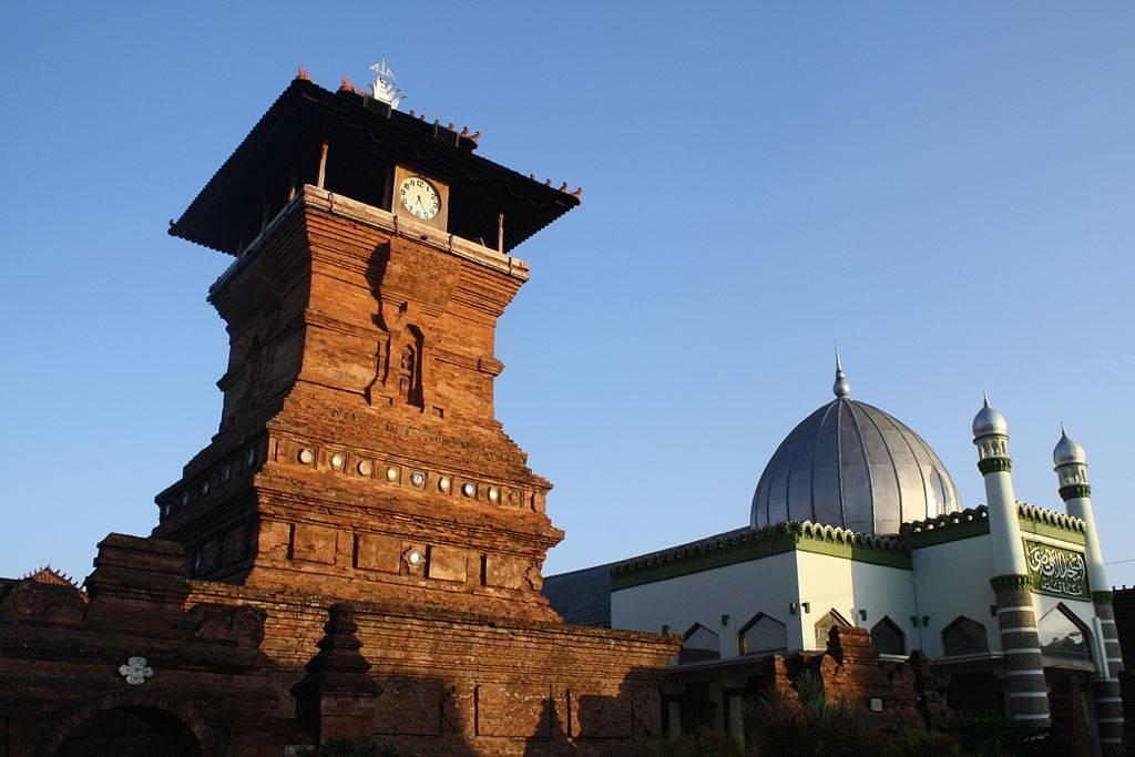 Dandangan Ramadan Tradition Indonesia