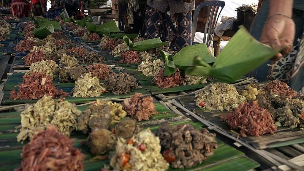 Megibung Tradition Indonesia Ramadan