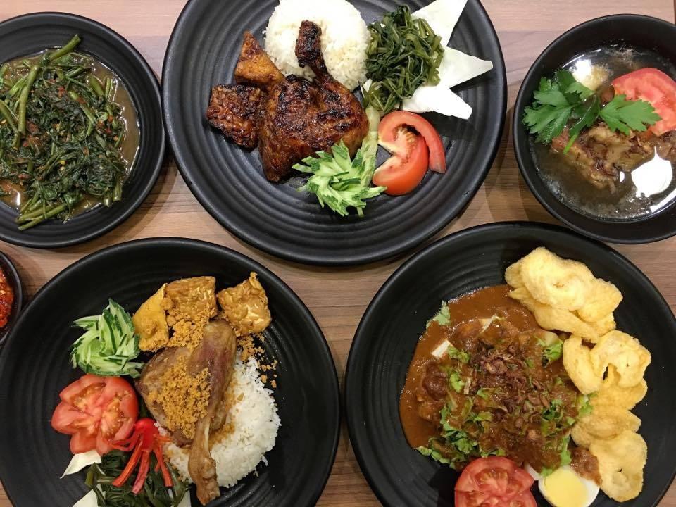 Bebek Goreng Pak Ndut Lucky Plaza, Halal food near Orchard Road