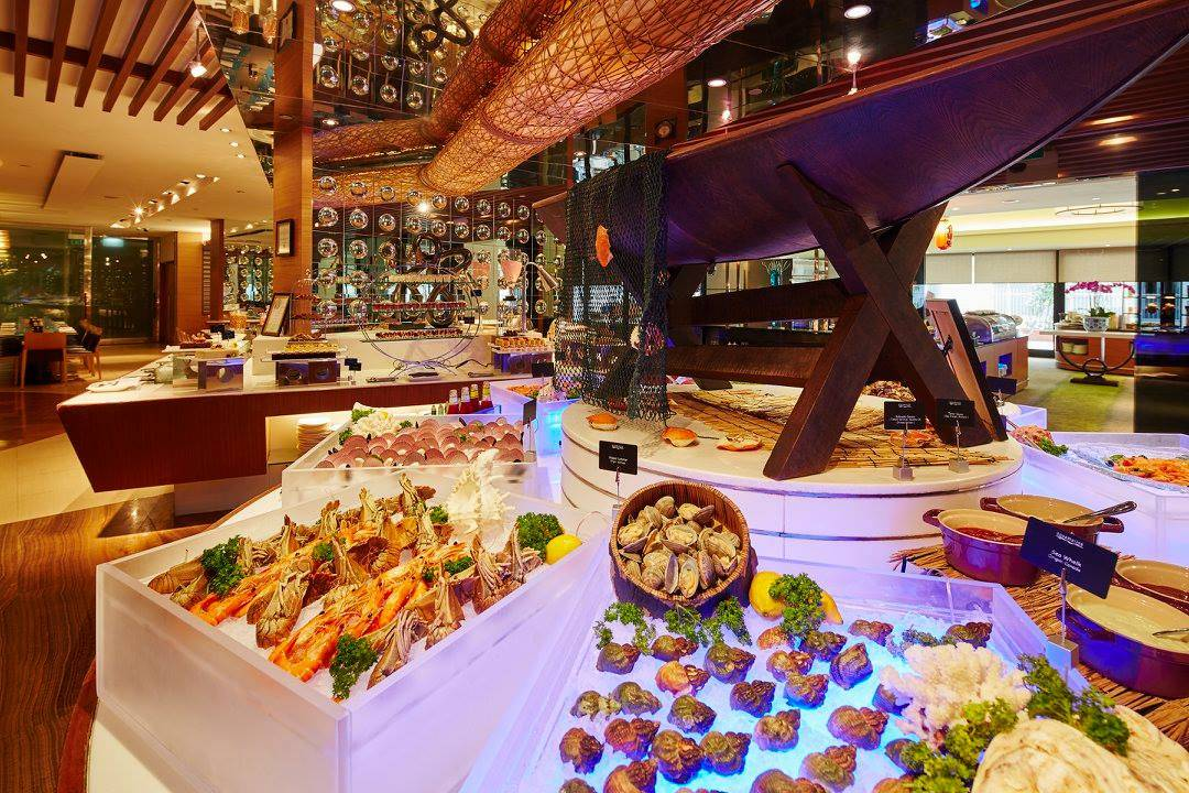 Buffet of fresh lobster, oysters and seafood, chilled on ice. Peppermint Buffet Singapore