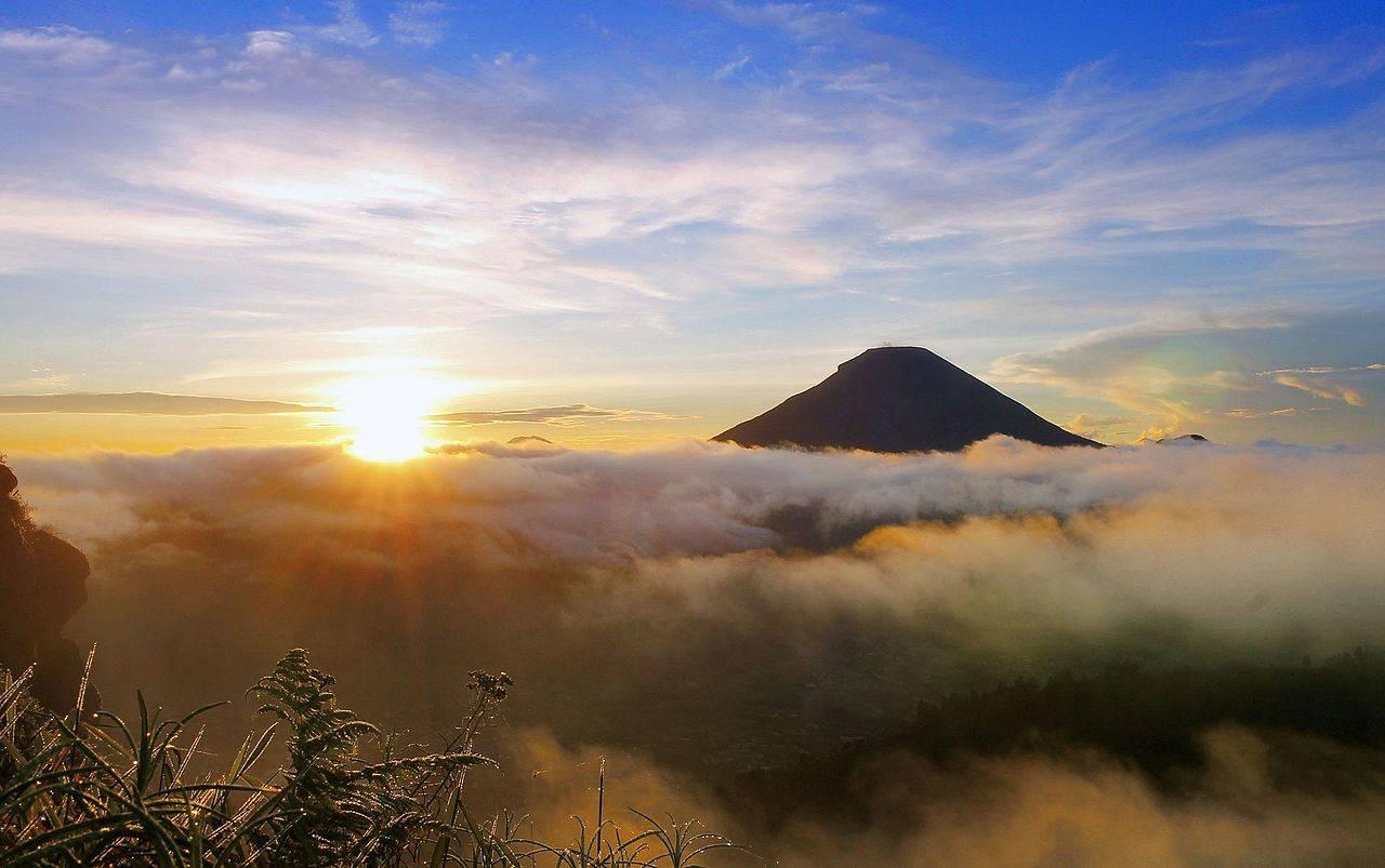 Bukit Sikunir Dieng Plateau Indonesia