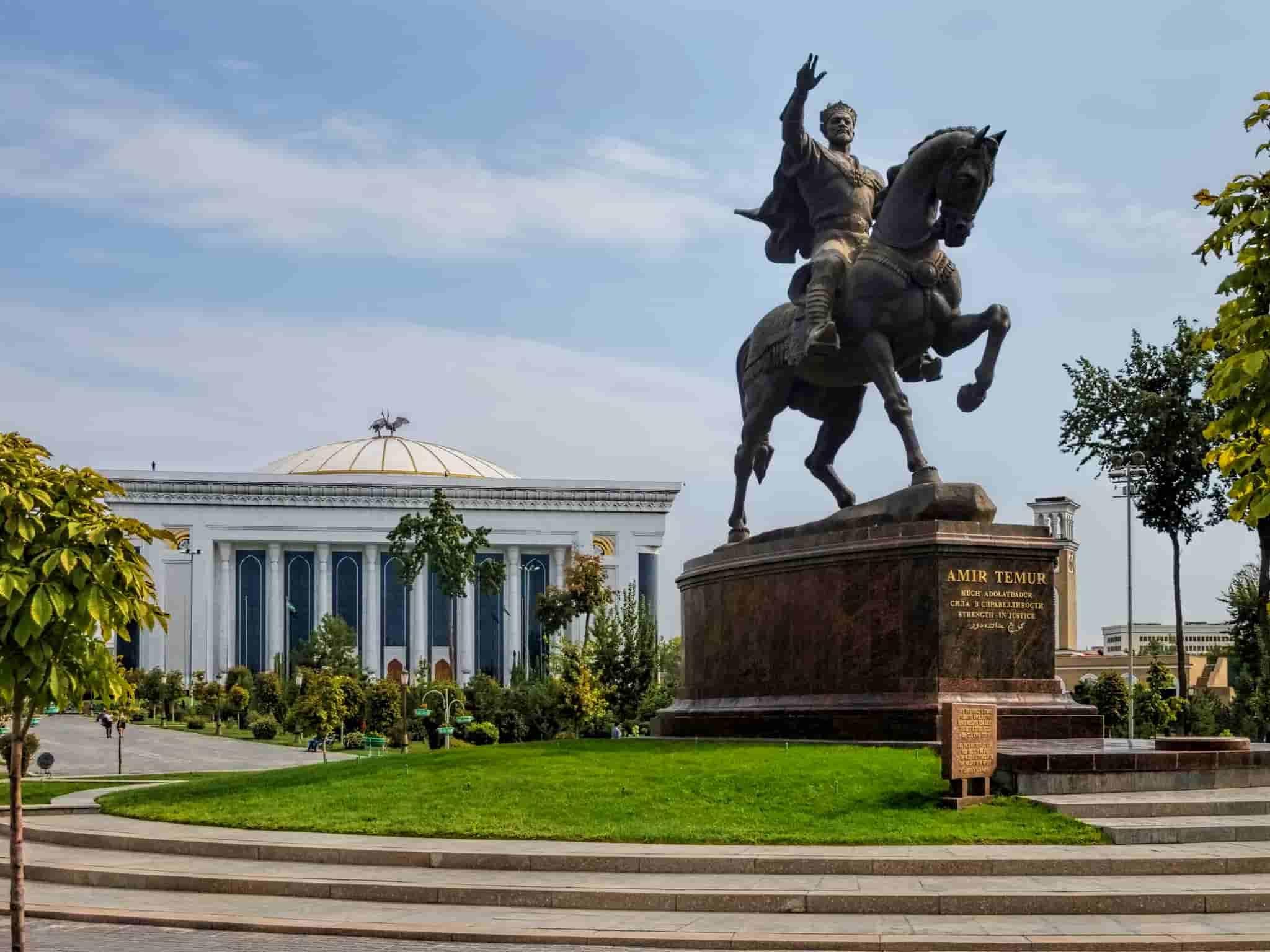 Tourist Attractions Tashkent Amir Temur Square