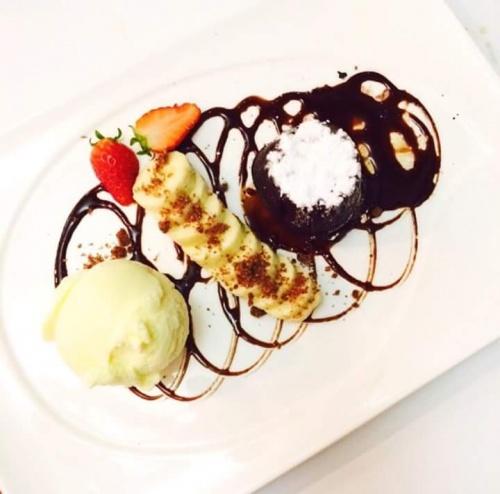 Molten Lava Cake with Ice Cream / Banana