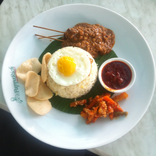 Fried rice with chicken and egg