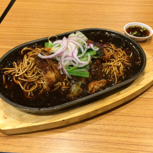 black pepper chicken chop with yee mee sizzling