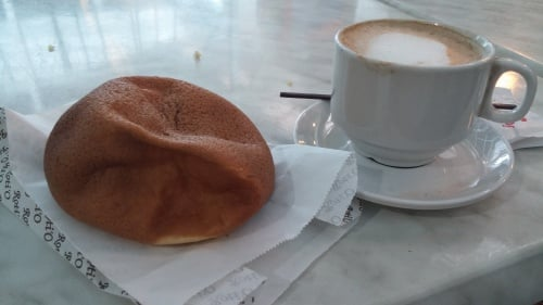 Roti bun with latte